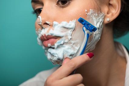 Vor und nach rasierten Frauen